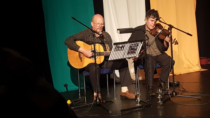 Joe Gilrap and Mal Rodgers of Irish Mist sing James Connolly